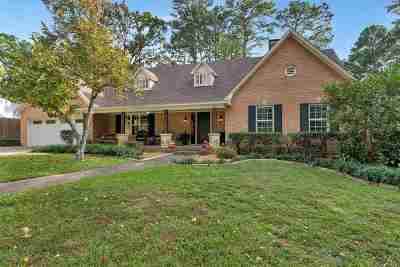 Single Family Home Active, Option Period: 3 Lindsey Ln.