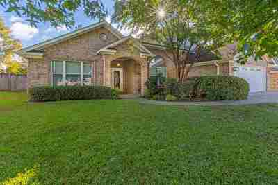 Single Family Home For Sale: 306 Bridgers Hill