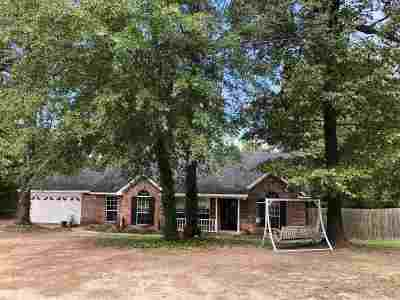 Gladewater TX Single Family Home For Sale: $182,500