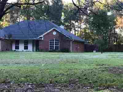 Single Family Home For Sale: 854 Acorn Trl