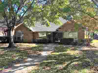 Single Family Home For Sale: 3808 Holly Ridge Dr