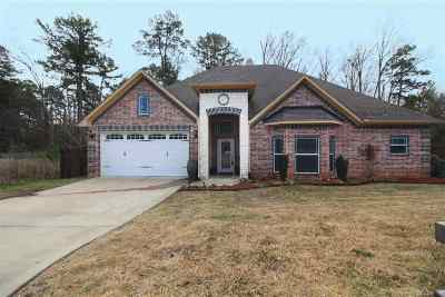 White Oak Single Family Home Active, Option Period: 314 E Bermuda