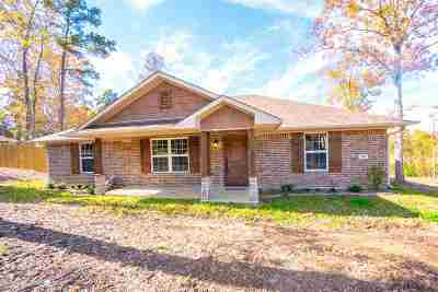Gladewater TX Single Family Home For Sale: $189,999