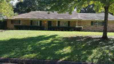 Gladewater TX Single Family Home For Sale: $140,000