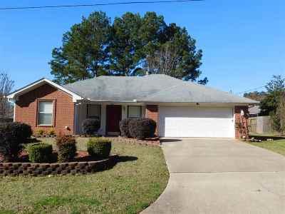 Hallsville Single Family Home Active, Option Period: 421 Woodridge Dr