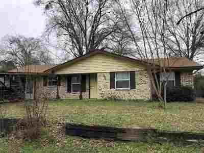 Gilmer Single Family Home For Sale: 909 Stuart Street
