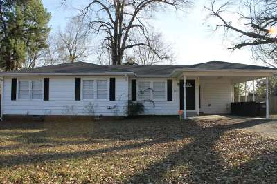Longview Single Family Home Active, Option Period: 206 W Twilight