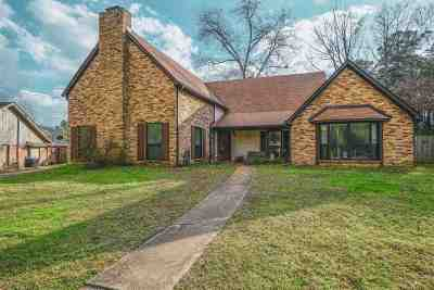 Single Family Home For Sale: 803 Pinegrove Ln