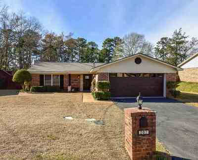 Single Family Home Active, Option Period: 207 Syble