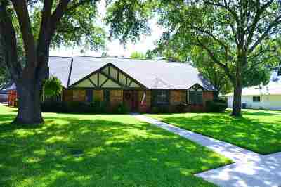 Single Family Home For Sale: 906 Kingsbury Ct