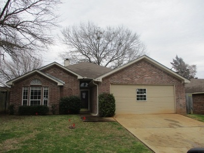 Kilgore Single Family Home For Sale: 1615 Emily Ln