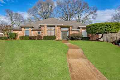 Single Family Home For Sale: 301 Lakewood