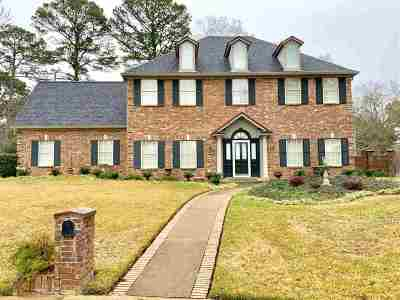 Single Family Home For Sale: 1300 Wisteria Lane