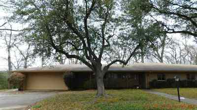 Gadewater, Gladewater, Gladewter, Gladwater Single Family Home Active, Option Period: 1604 Mustang Dr