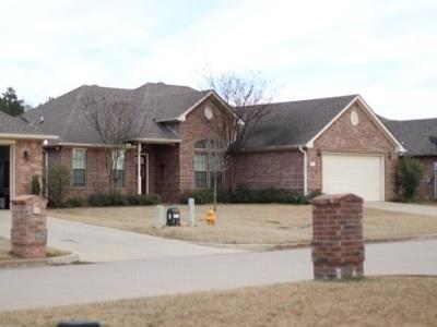 Single Family Home For Sale: 106 Lakeway Lane