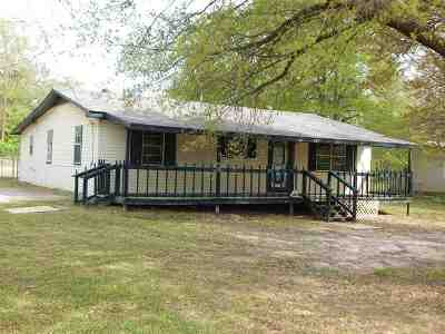 Gadewater, Gladewater, Gladewter, Gladwater Single Family Home Active, Option Period: 1201 Sanders