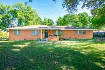 Kilgore Single Family Home Active, Cont Upon Loan Ap: 1111 Woodlawn