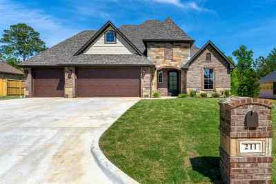 Hallsville Single Family Home Active, Option Period: 211 Saddle Brook