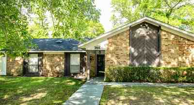 Marshall Single Family Home For Sale: 200 Town Oaks Dr