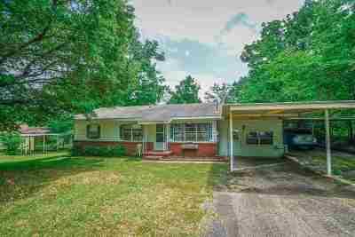 White Oak Single Family Home Active, Option Period: 304 E Center St