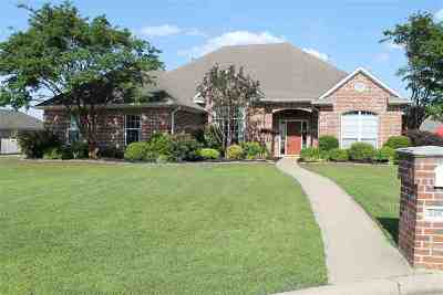 Single Family Home For Sale: 3804 Lavelle Ct