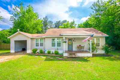 Gilmer Single Family Home For Sale: 381 Main St.