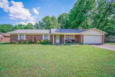 Longview Single Family Home For Sale: 106 Cheryl St.