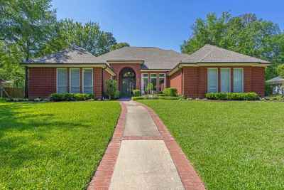 Longview Single Family Home For Sale: 212 Hunters Circle