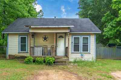Longview Single Family Home For Sale: 222 E Brandon