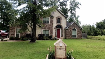 White Oak Single Family Home Active, Option Period: 1414 Nottingham Drive