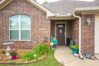White Oak Single Family Home Active, Option Period: 21 Oak Leaf