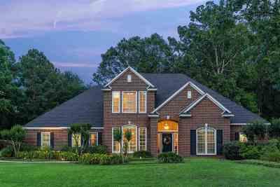 Longview Single Family Home For Sale: 104 Oak Isle Drive