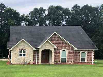 Longview, Carthage, Hallsville, Kilgore, Henderson, Tatum, Beckville, Gary, Elysian Fields, Diana, Ore City, Harleton, Gilmer, Gladewater, Sabine, Daingerfield Single Family Home For Sale: 2215 County Rd 121
