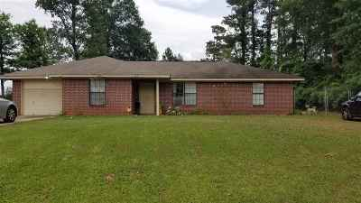 Marshall Single Family Home For Sale: 102 Sugar Creek