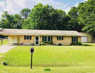 Longview, Carthage, Hallsville, Kilgore, Henderson, Tatum, Beckville, Gary, Elysian Fields, Diana, Ore City, Harleton, Gilmer, Gladewater, Sabine, Daingerfield Single Family Home Active, Option Period: 600 Garland