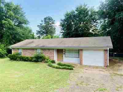 Gilmer Single Family Home For Sale: 1410 Frost