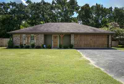 Gregg County Single Family Home For Sale: 916 Robin Lane