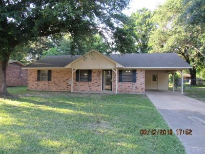 Gladewater TX Single Family Home For Sale: $106,900