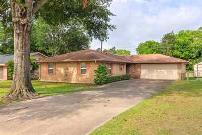 Gladewater TX Single Family Home For Sale: $129,000
