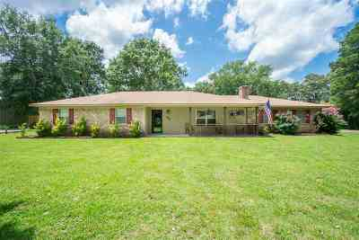 Gadewater, Gladewater, Gladewter, Gladwater Single Family Home Active, Option Period: 295 Walnut St