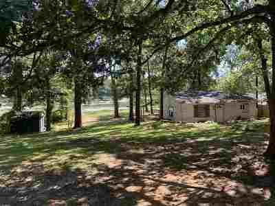 Longview, Carthage, Hallsville, Kilgore, Henderson, Tatum, Beckville, Gary, Elysian Fields, Diana, Ore City, Harleton, Gilmer, Gladewater, Sabine, Daingerfield Single Family Home For Sale: 706 N Lake
