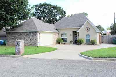 Marshall TX Single Family Home For Sale: $189,900