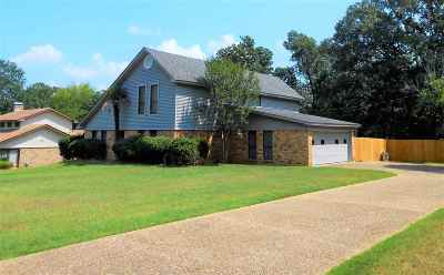 Gilmer Single Family Home For Sale: 1809 Azalea