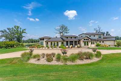 Longview Single Family Home For Sale: 210 Waters Edge