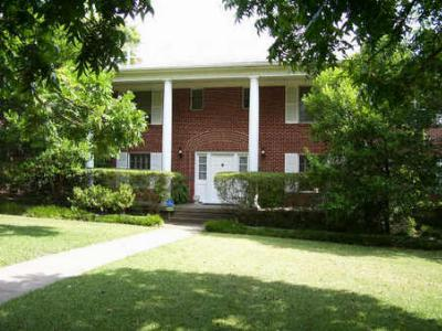 Single Family Home : 6800 Gaston Avenue