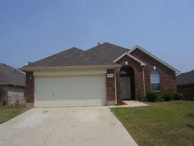 Fort Worth TX Single Family Home For Sale: $124,500