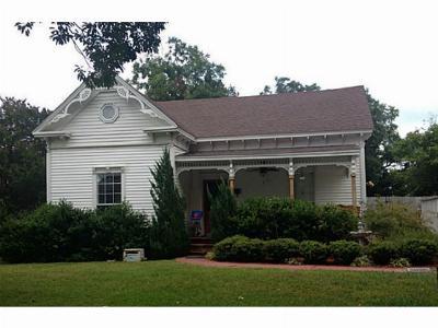 Hubbard Single Family Home For Sale: 202 NE 5th Street NE