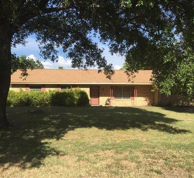 Single Family Home Sold: 104 Twin Circle