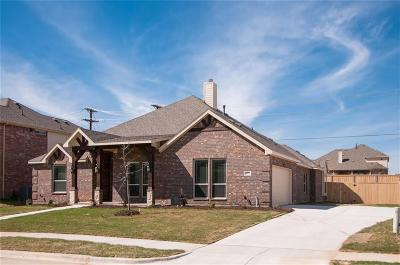 Kennedale Single Family Home For Sale: 225 Chateau