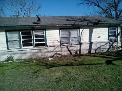 Single Family Home For Sale: 506 Highway 36
